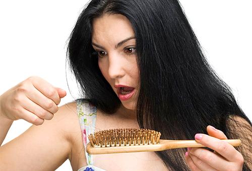 Визначаємо причини випадіння волосся