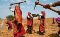 Женщина и тяжелый труд