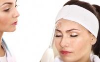 Косметологическое воздействие при угревой сыпи с помощью аппарата Дарсонваль