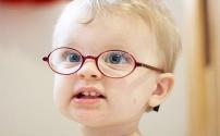 Ребенок в очках: как избежать коллективной травли