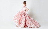 А платье принцесса выбрала в…